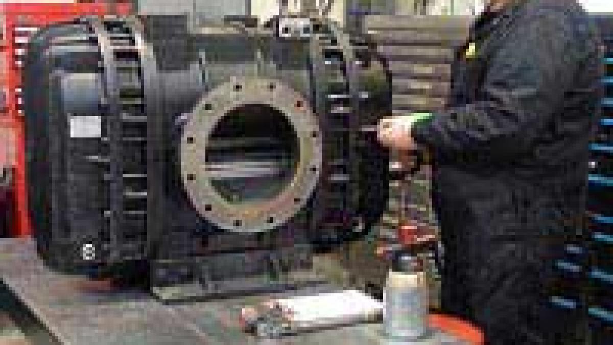 How do you filter vacuum pump oil?