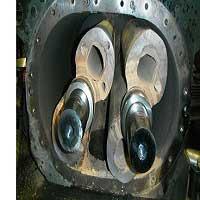 Is vacuum pump oil flammable?