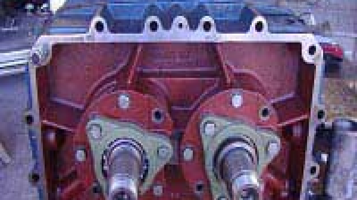 What is difference between centrifugal pump and rotary pump?
