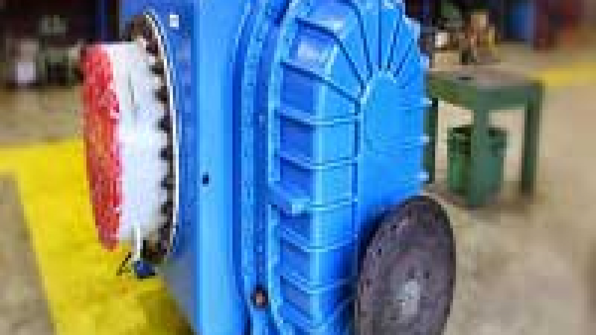 What is the difference between vane pump and gear pump?